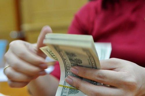 Trong vòng hơn 2 tháng, lãi suất gửi đôla Mỹ liên tục hạ và về mức thấp kỷ lục 0% từ ngày 18/12.